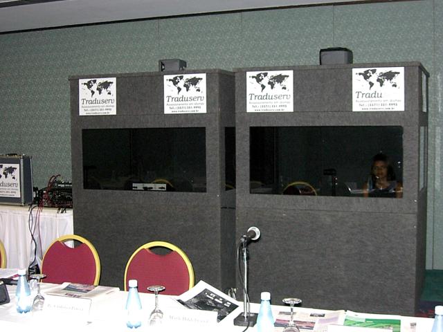 Cabines para tradução simultânea com isolamento acústico