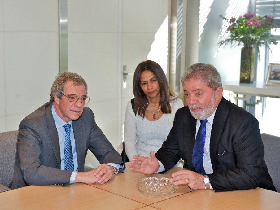 Luís Inácio Lula da Silva (President of Brazil) and Cesar Alierta (CEO of Group Telefonica), 2001
